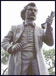 statue of Louis Riel (22 kb)